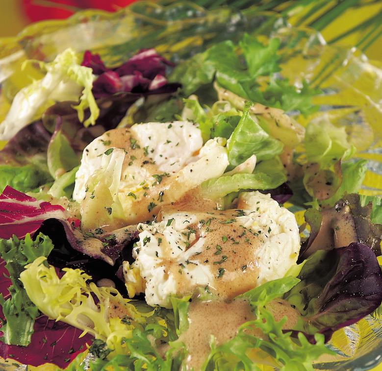Kertészlány salátája bevert tojással