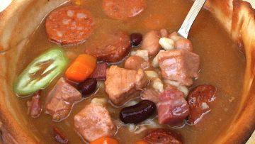 """""""Sokkettes"""" bableves, ehető tányérban – készítette Papp Gábor és Kovács """"Tücsi"""" Mihály (Csömör)"""