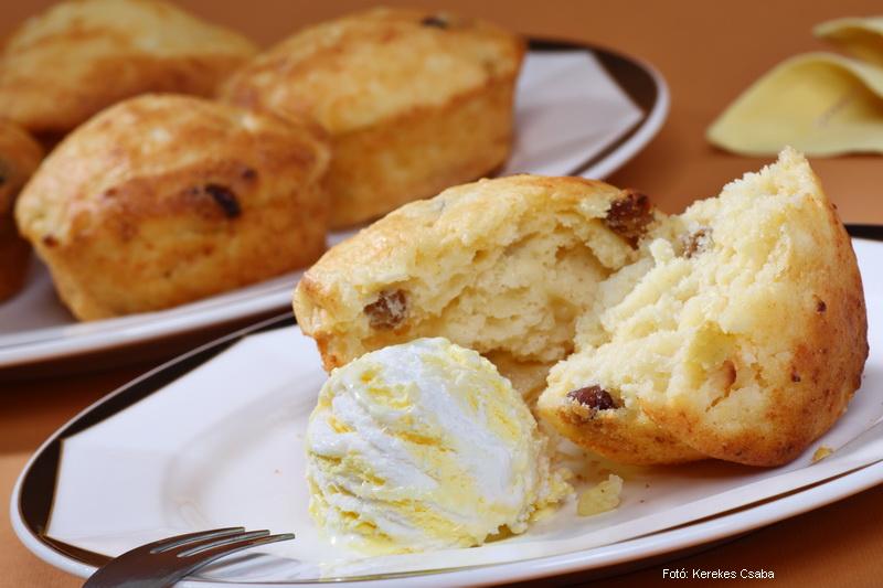Almás, túrós muffin