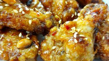 Koreai kétszer sült ropogós fűszeres csirkeszárny (Dakgangjeong)
